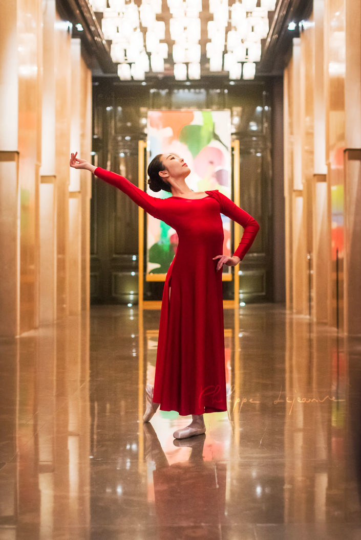 Ballerina dancing in an hotel hall - Photo session organized by @oyuxi for the @instachengdu instagram meetup at Grand Hyatt hotel, Chengdu, Sichuan province, China
