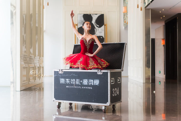 Ballerina in a wedding planning box - Photo session organized by @oyuxi for the @instachengdu instagram meetup at Grand Hyatt hotel, Chengdu, Sichuan province, China