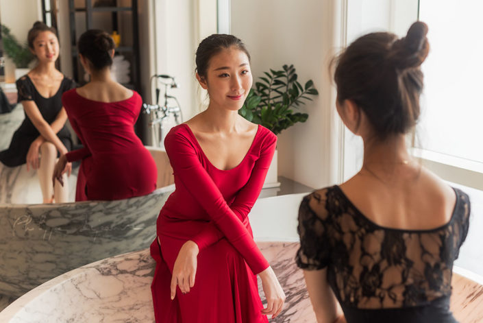 Two ballerinas in a bath - Photo session organized by @oyuxi for the @instachengdu instagram meetup at Grand Hyatt hotel, Chengdu, Sichuan province, China