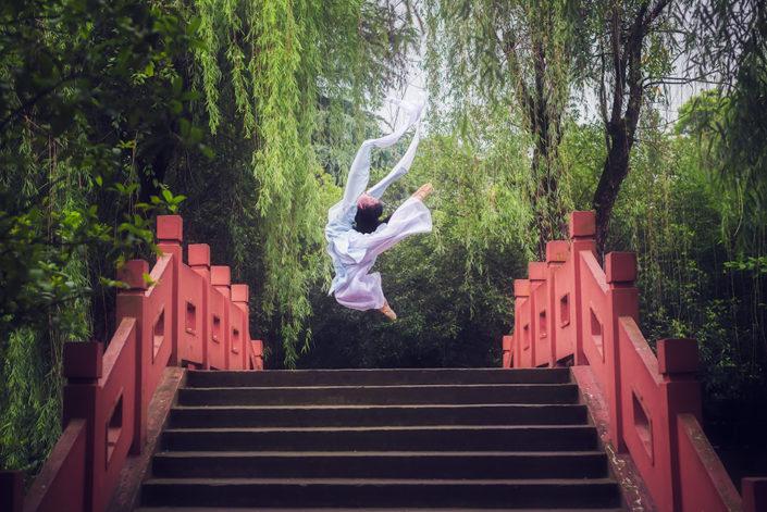 Ballerina on a bridge in WangCongSi park, Pixian, Chengdu, Sichuan province, China | Dancer : Sweet