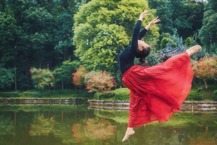 Ballerina in WangCongSi park, Pixian, Chengdu, Sichuan province, China | Dancer : Sweet