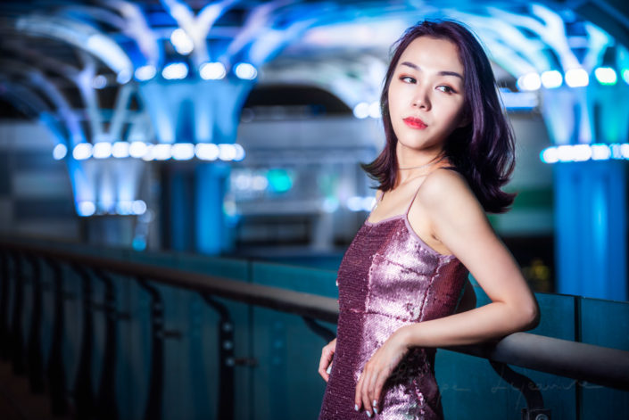 Outdoors portrait with flash at night in the city with Fanny in Chengdu, Sichuan province, China